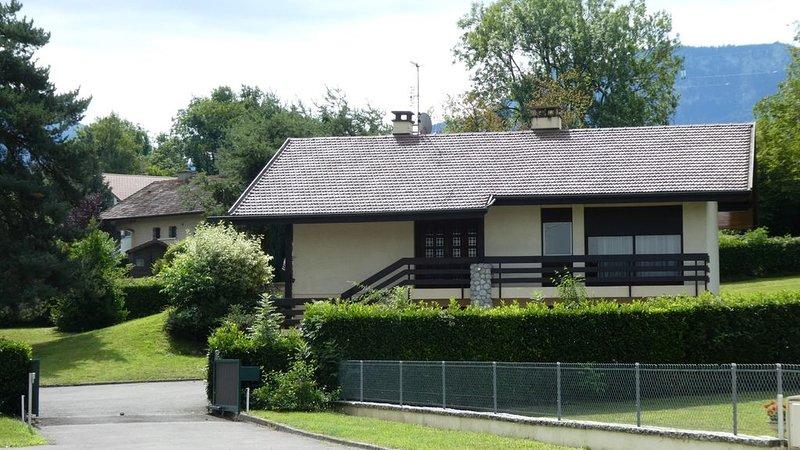 Maison meublée dans un parc arboré/Vue sur les champs et les montagnes, vacation rental in Bonneville