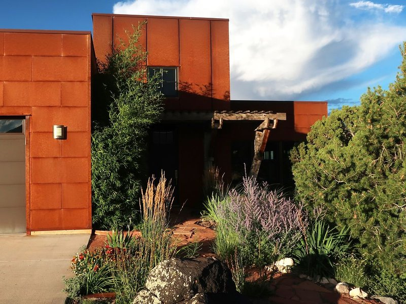 Comfort and beauty: 2BR artists' home near Capitol Reef, location de vacances à Lyman