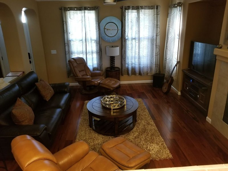 Come Feel Like Home in Natomas! Minutes to the airport, downtown, and old town., location de vacances à Roseville