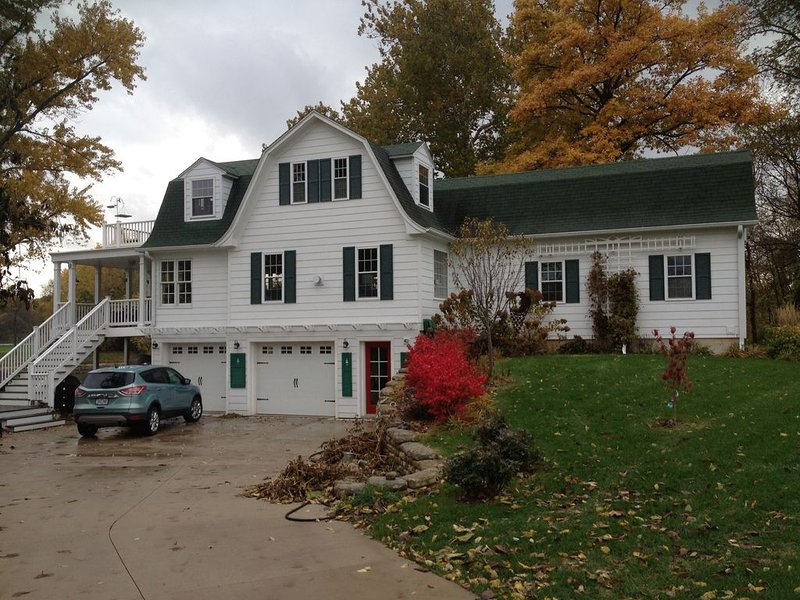 Bungalow on the river, holiday rental in North Liberty
