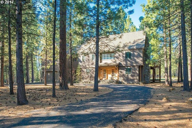 GM#349! Spacious, Stunning Lodge Inspired Home, Views of GM#14 Fairway, vacation rental in Sisters