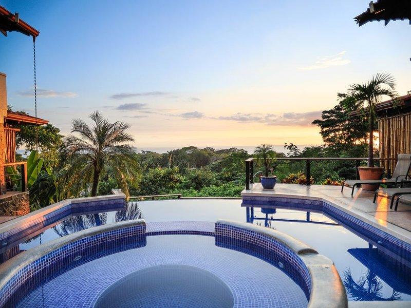 Boutique Hillside Retreat with Breathtaking Views, alquiler de vacaciones en Mal País
