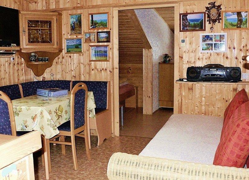 Gemütlich und liebevoll eingerichtete 48qm Wohnung für bis zu 4 Personen, holiday rental in Treffelstein