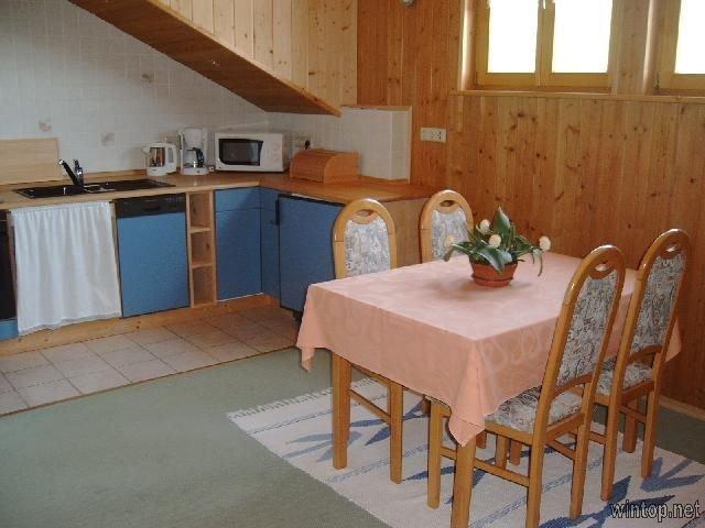 Liebevoll eingerichtete 2-Zimmer Ferienwohnung mit großen Südwest Balkon, casa vacanza a Mais