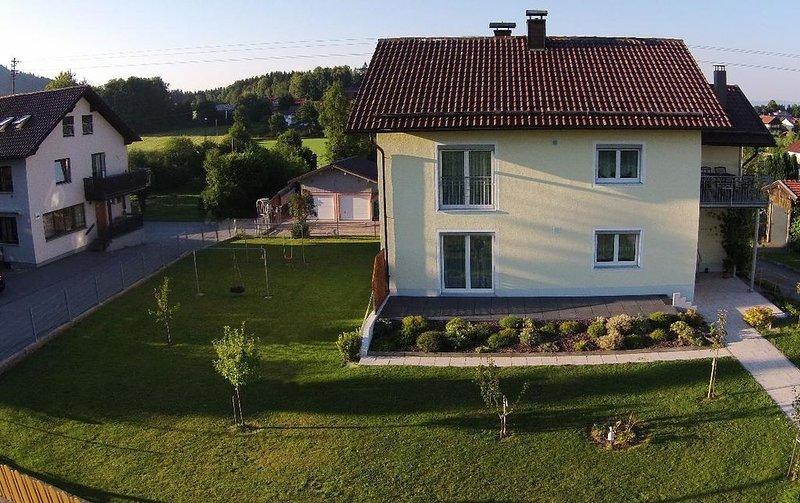 Fewo direkt am Fuße des Geißkopf's mit eigener Liegewiese und Terrasse, location de vacances à March