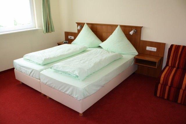 Ferienwohnung mit umfangreicher Ausstattung und Fitnessraum, vacation rental in Burgpreppach