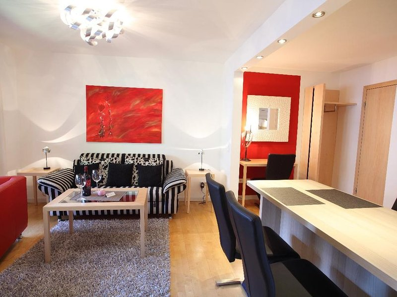 Moderne FeWo (44qm) in zentraler Lage mit hauseigenem Hallenbad, casa vacanza a March
