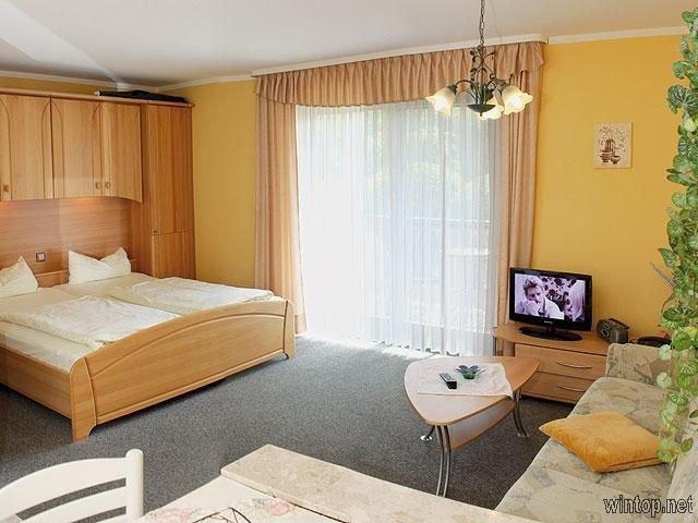 Appartement mit Balkon/Terrasse in ländlicher Umgebung, holiday rental in Bad Fussing