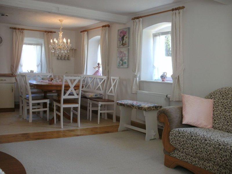 Romantisch gelegenes Ferienhaus mit Feuerstelle und Saunahaus, holiday rental in Kronach
