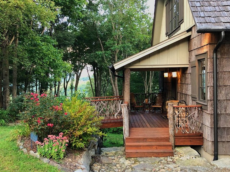 Wildwood Cabin with Trillium Privileges Included, casa vacanza a Cashiers