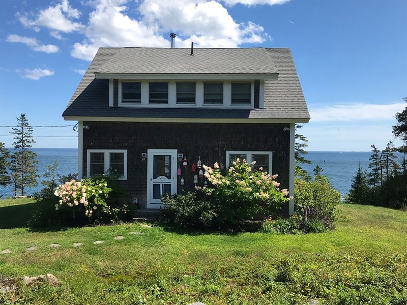 Beautiful Seaside Cottage with Expansive Ocean Views, holiday rental in Cushing