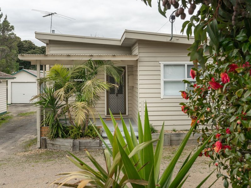 Bud Break Beach Cottage - family friendly beach house in the Peninsula's heart, holiday rental in McCrae