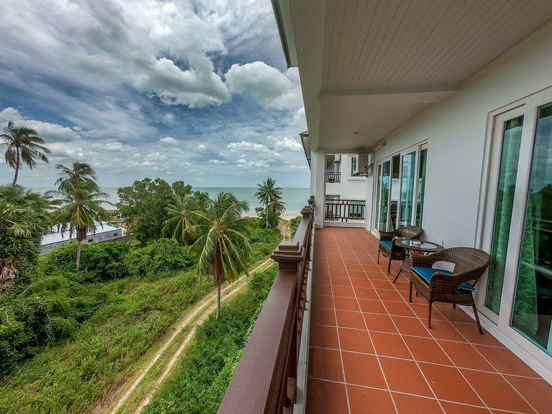 2 bedroom condo with sea view and pool, holiday rental in Nakhon Si Thammarat Province