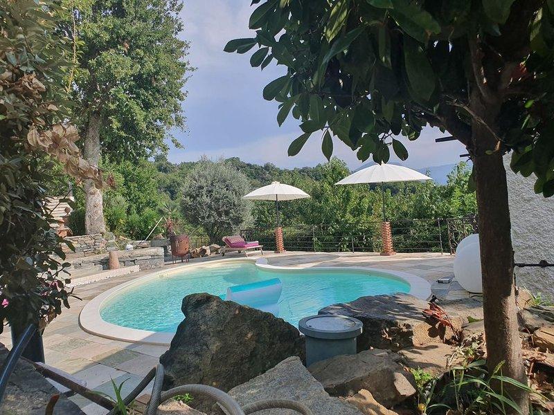 Maison de charme avec piscine et vue exceptionnelle, aluguéis de temporada em Valle-di-Rostino