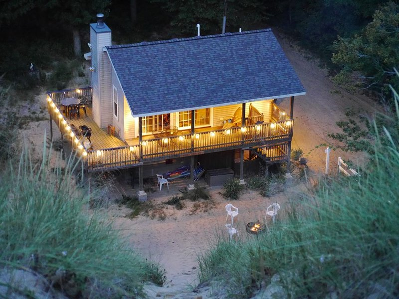 The Sandbox Beach House -  A Cottage in the Dunes!, location de vacances à South Haven