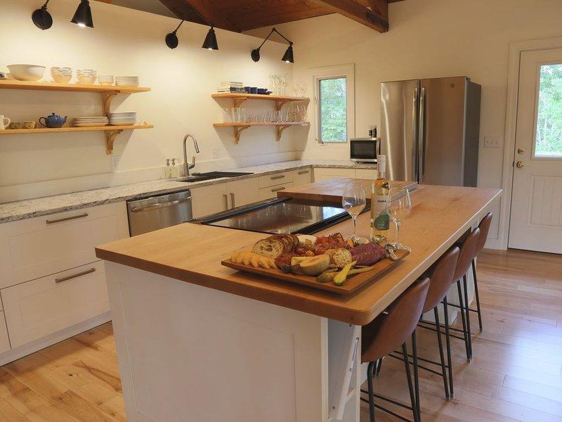 Beautiful cottage in the heart of Mid-Coast Maine!, alquiler de vacaciones en Islesboro