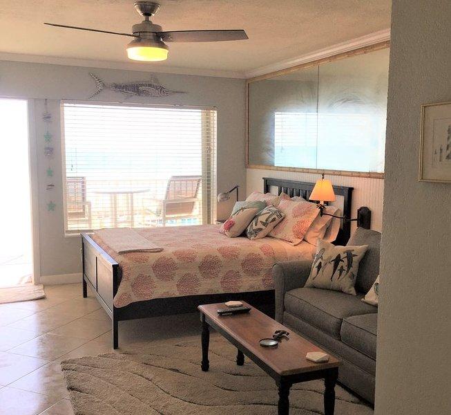 'Atlantic Overlook' * Ocean Jewels: OceanFront Studio w/ Large Private Balcony!, alquiler de vacaciones en Daytona Beach