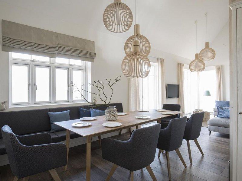 Luxus - Ostseeferienhaus Moorsezeichen, holiday rental in Hasselberg