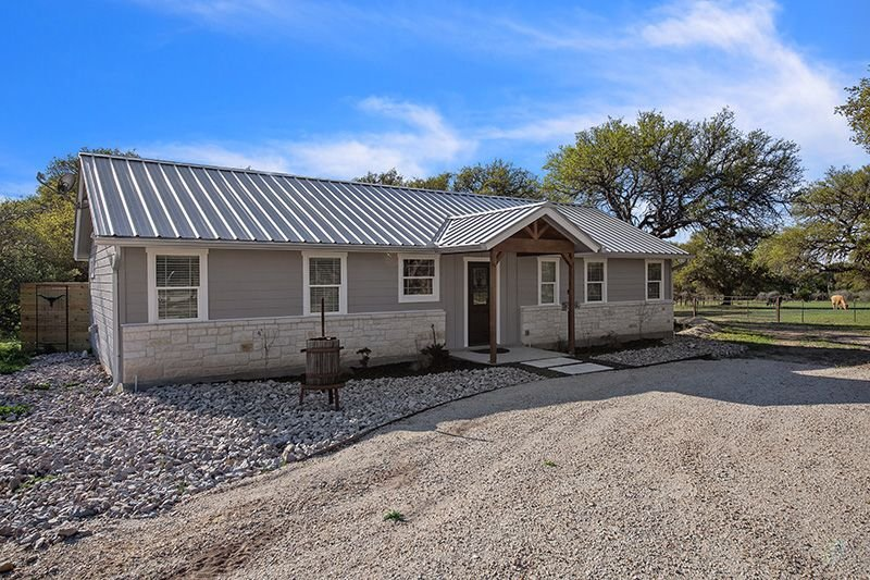 Texas 2 Suites |  2/2 Farm house | Close to 290 Wine Trail, holiday rental in Hye