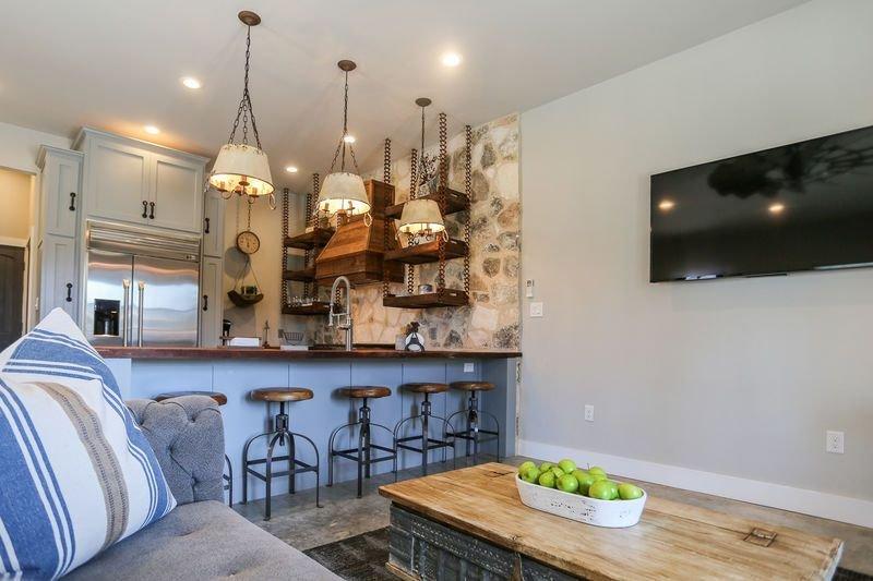 Agave Nest | 1/1 Queen Bed | Full Kitchen | Walk to Main, vacation rental in Fredericksburg