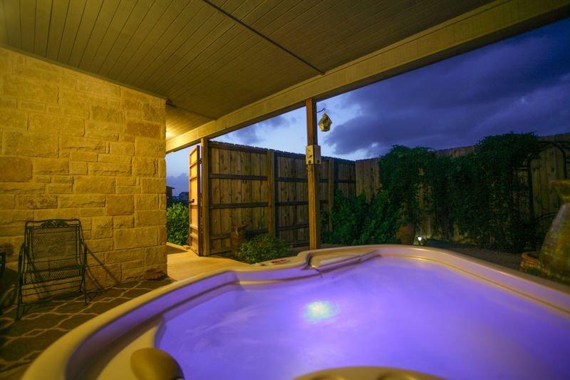 Der Fels Franciscan Suite | Hot Tub | Close to Town | Near Wineries, alquiler de vacaciones en Fredericksburg
