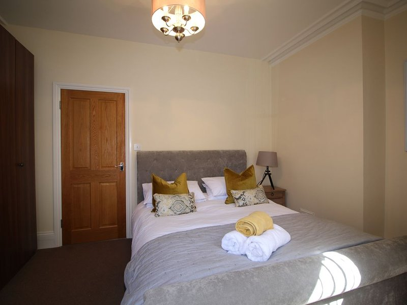Stylish large one bedroom apartment with courtyard area, holiday rental in Preston Candover
