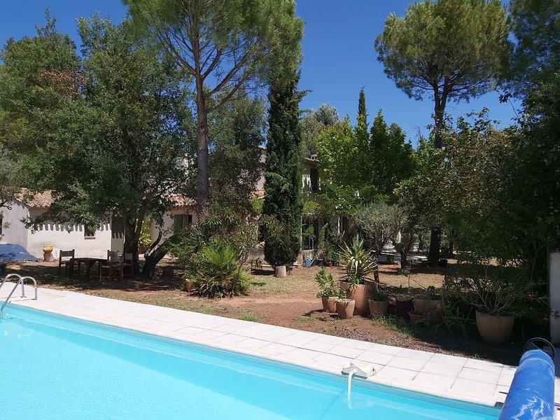 Maison provençale proche d'Aix en Provence, vacation rental in Peynier