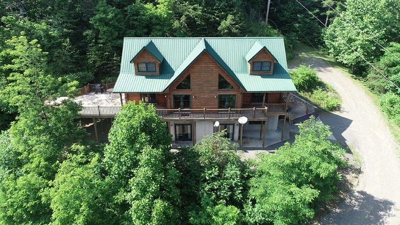 Lodge at Laurel Fork - Upscale, Secluded, Tranquil Mountain Retreat, aluguéis de temporada em Willis