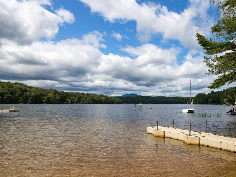 Charming dog-friendly cottage w/large yard, fireplace & lake access!, vacation rental in Wolfeboro