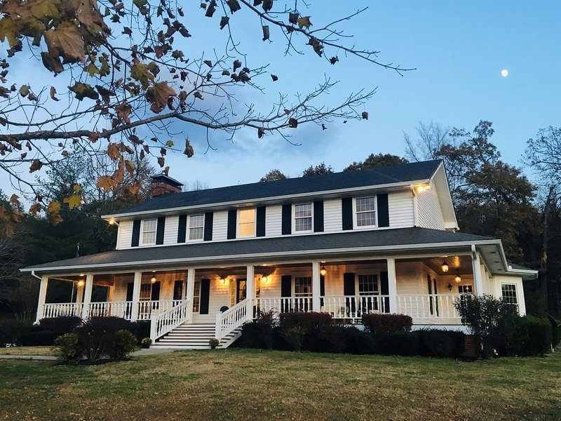 Willow Pond Nashville, A Private Luxury Five-Star Farmhouse Great for Lg Groups!, holiday rental in Ashland City
