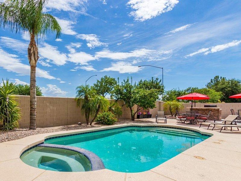 Ready To Entertain Family & Friends! Heated Private Pool, BBQ +  Sleeps 20, alquiler de vacaciones en Mesa