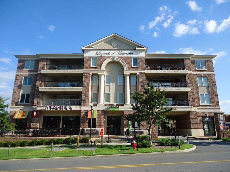 Elite Excellence with Soaring Views in the Heart of Downtown Auburn, aluguéis de temporada em Tuskegee