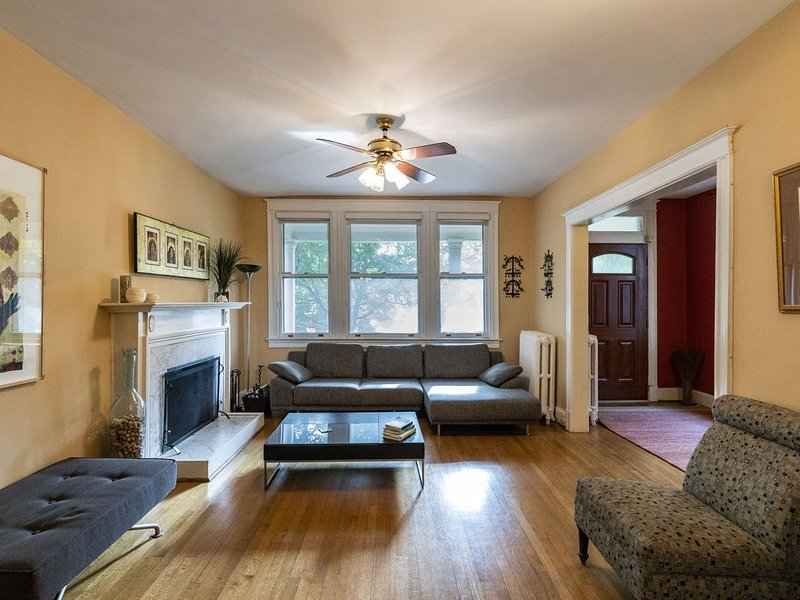 Foxhall Rd NW Family Home, holiday rental in Arlington