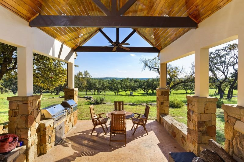 Absolutely Charming Hartmann Haus, 4/4 Beautiful Hill Country Setting!, alquiler vacacional en Comfort