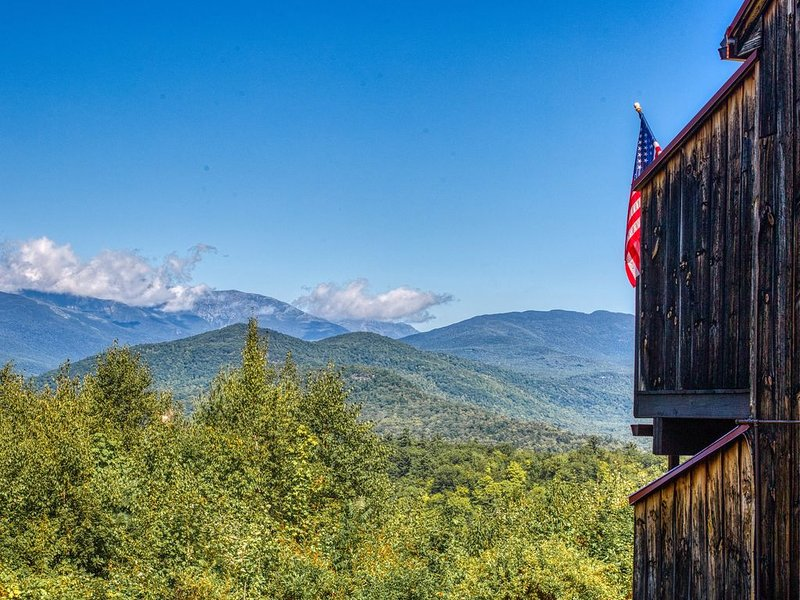 Beautiful & inviting condo w/private deck, incredible forest views & fireplace!, holiday rental in Glen