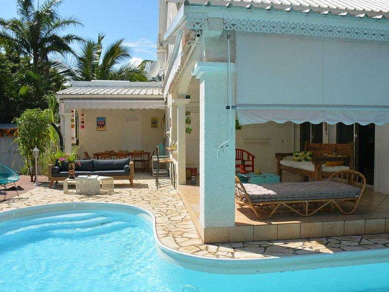 Maison de charme avec piscine à 2 pas du lagon de l'Ermitage, holiday rental in La Saline les Bains