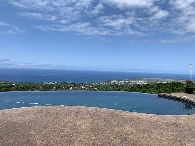 Wow!  Awesome Kailua Ocean View and Convenient Too!, alquiler de vacaciones en Kailua-Kona