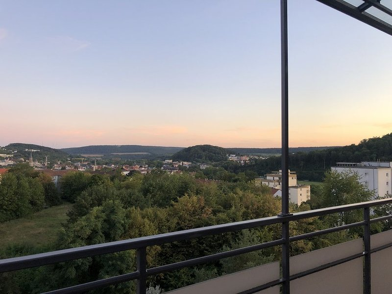 Apartment AusZeit - Weitblick über Bad Kissingen, holiday rental in Bad Neustadt an der Saale