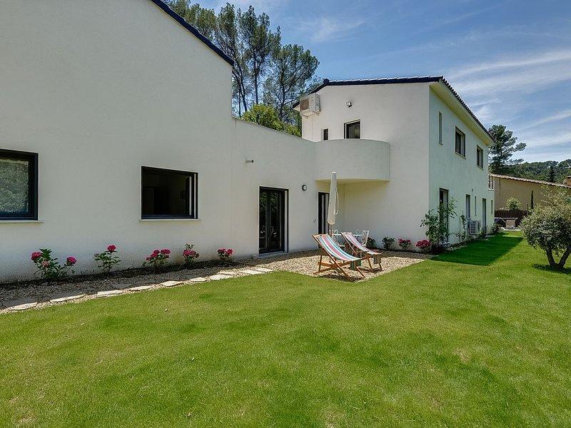 Maison du Prignon  dans le domaine de la Sainte-Victoire, holiday rental in Le Tholonet