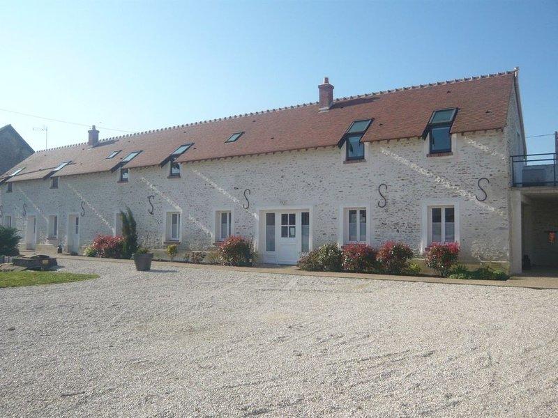 La Ferme de Presles 'Côté Plaine' - 140 m2 - 9 pers - 4 ch, aluguéis de temporada em Dourdan