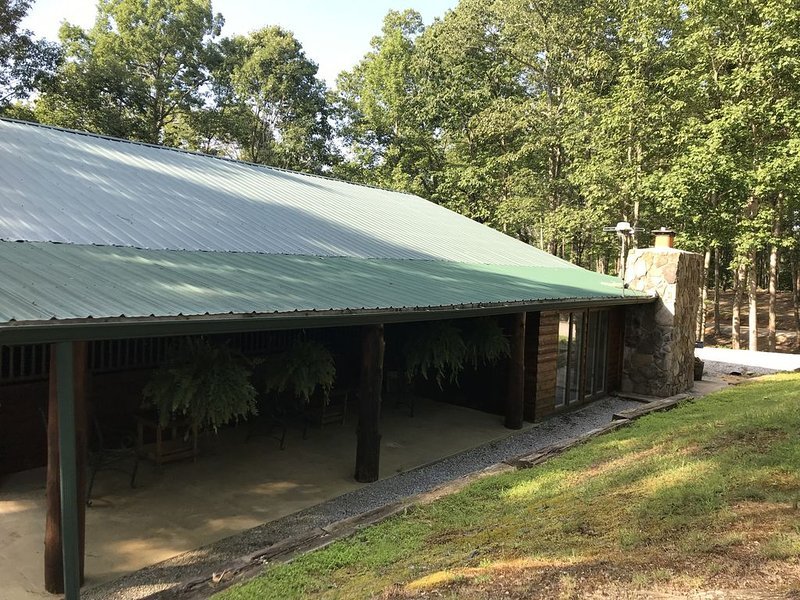 K & K STABLES with Living Quarters – semesterbostad i Huntsville