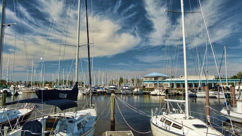 Condo overlooking the Marina!, holiday rental in Grantsboro