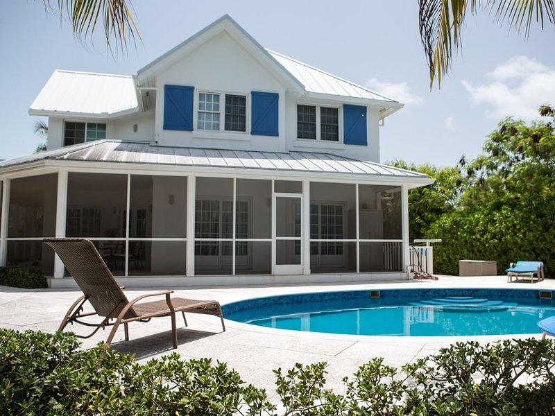 Wake up on the Sunnyside !!  Three Bedroom Private Villa in Leeward Community, alquiler de vacaciones en Leeward