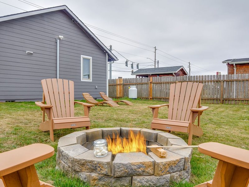 HOT TUB! Walk everywhere - backyard for Dogs - fire pit. See why we're the best!, holiday rental in Seaview