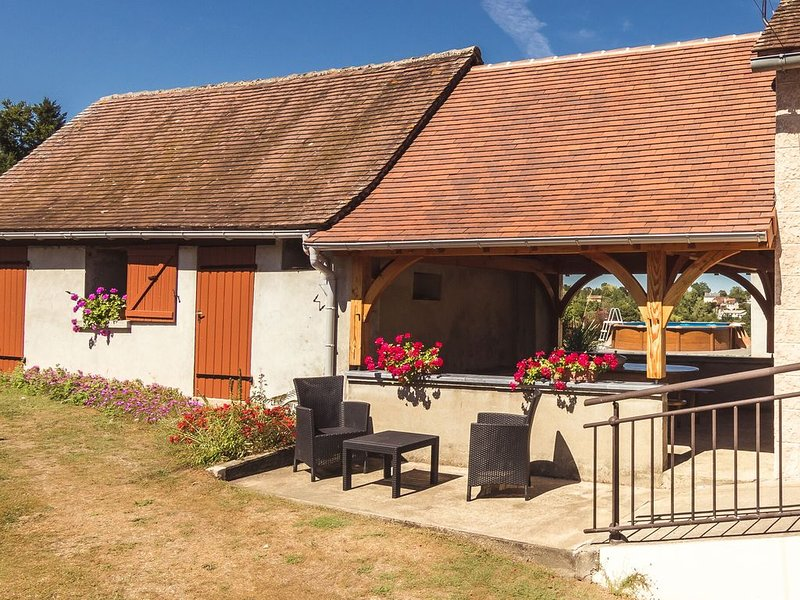 Sunny and well restored and furnished house near a large recreational lake, vacation rental in Segur-le-Chateau