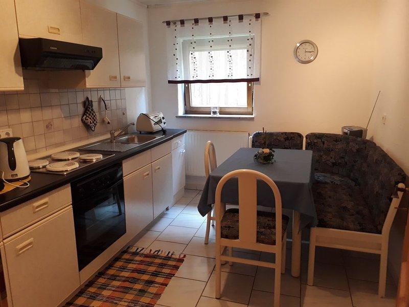 Moderne 40qm Ferienwohnung mit Terrasse und Gartenlaube, kostenfreies WLAN, holiday rental in Kronach