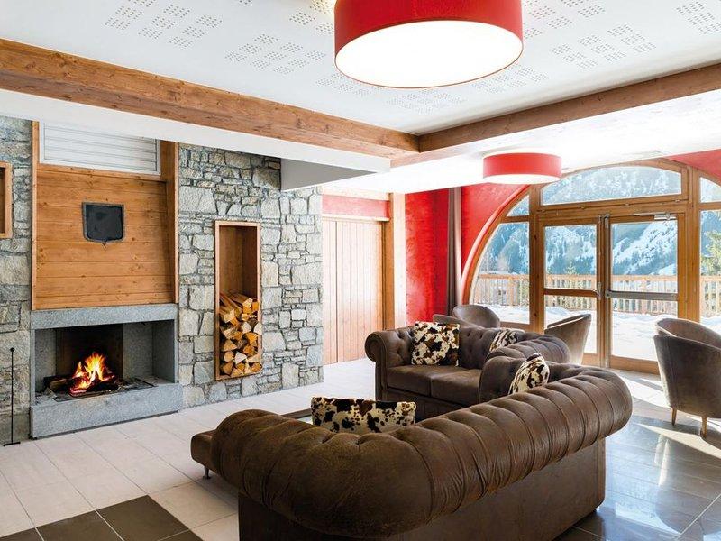 Pied des pistes de ski, remise en forme, piscine, terrasse, balcon, télévision,, holiday rental in Pralognan-la-Vanoise