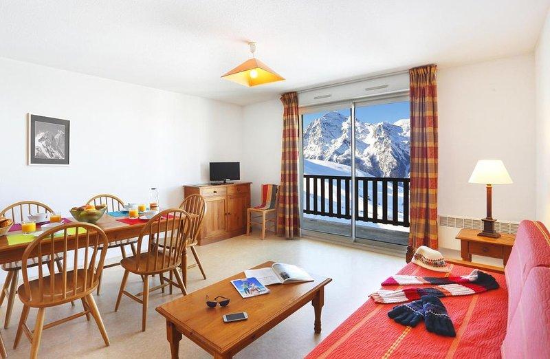 Wifi, à 300m des pistes de ski, remise en forme, piscine, balcon, télévision, ca, holiday rental in Gouaux-de-Larboust