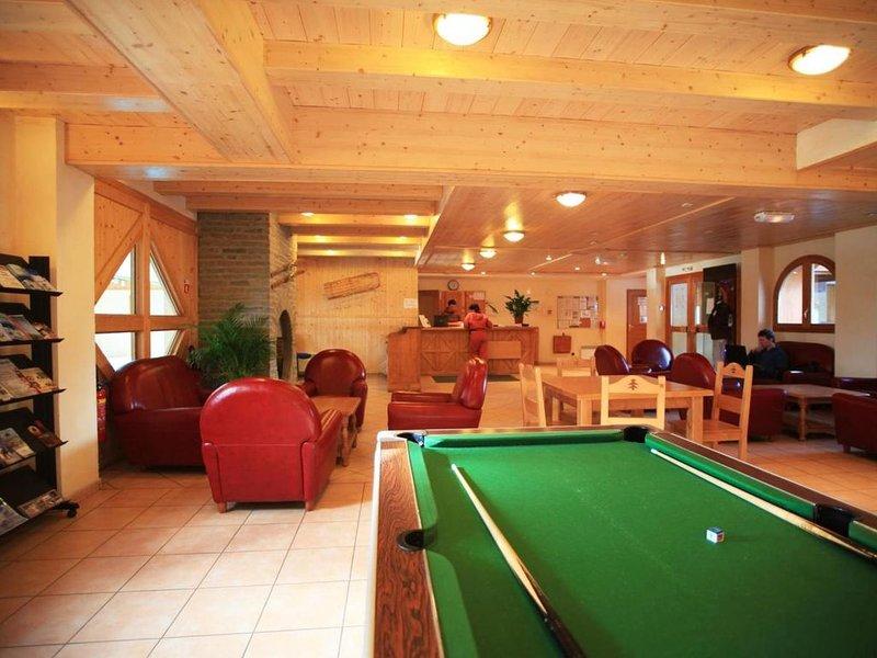 Wifi, à 50m des pistes de ski, remise en forme, piscine, balcon, télévision, 35m, holiday rental in Lanslebourg Mont Cenis