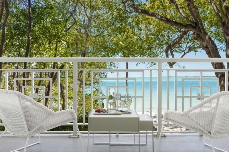 Unforgettable Keys Getaway! Elegant Water View Unit for 4 Guests, 2 Pool, Beach, holiday rental in Sunset Point